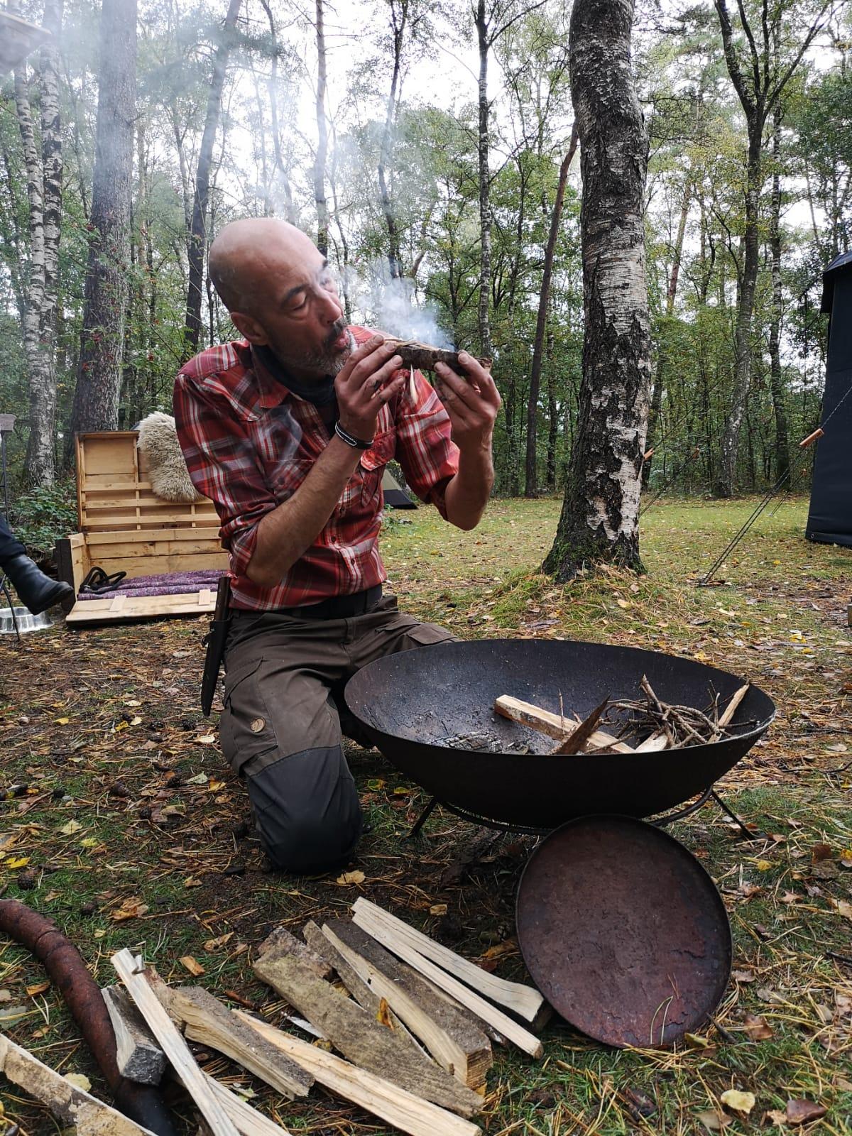 vuur maken stilte retraite in de natuur