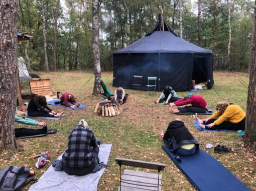 outdoor yoga stilte weekend in de natuur