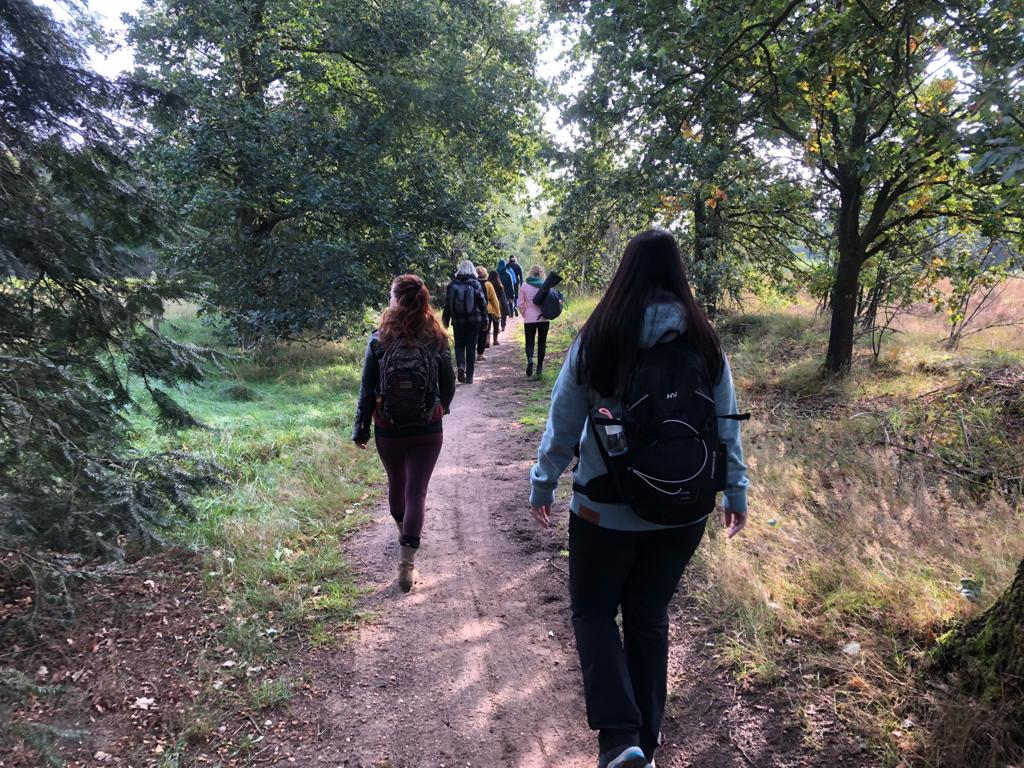 wandeling stilte retraite in de natuur