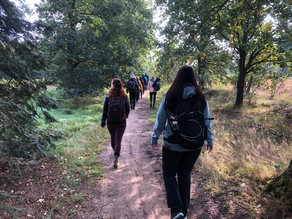 wandeling stilte retraite in de natuur